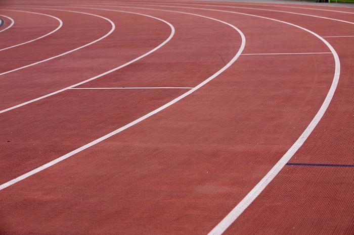 Looptraining hervat op de atletiek baan